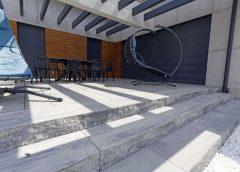 Efekt na wejściu czyli reprezentacyjne schody zewnętrzne z bloków betonowych