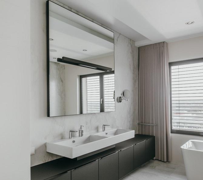 Apartament z widokiem na przyszłość, marmur i drewno